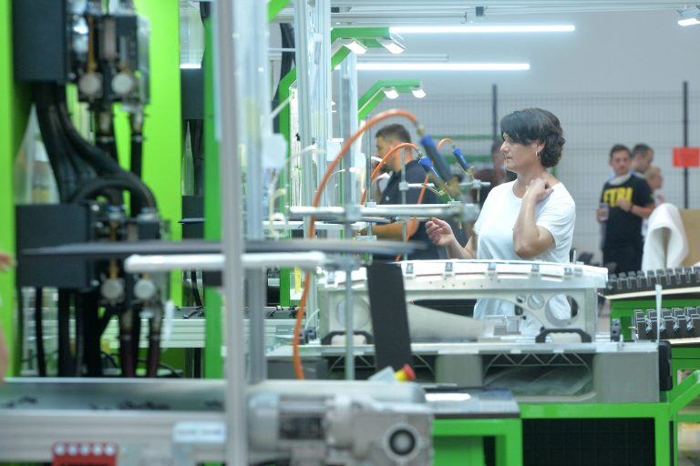 Vorwerk เริ่มการผลิต: ส่วนประกอบรถยนต์สำหรับแบรนด์ดังจะทำในเซอร์เบีย
